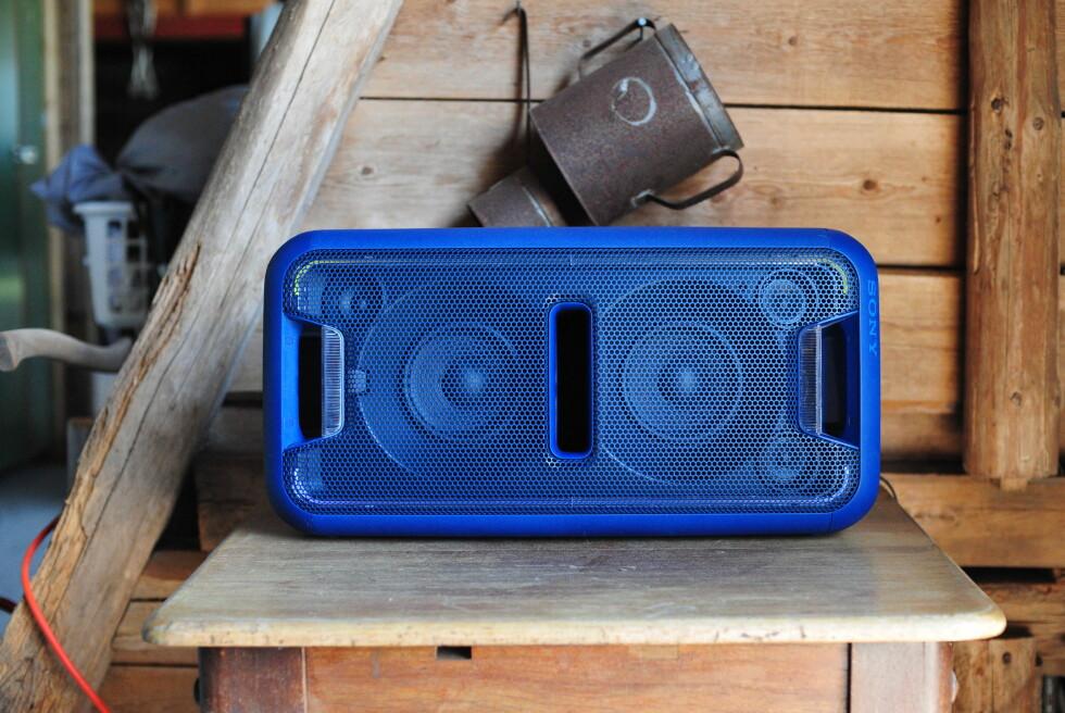 FESTENS MIDTPUNKT: Sonys nye partyhøttaler, XB7, har særdeles mye bass å by på. Foto: PÅL JOAKIM OLSEN