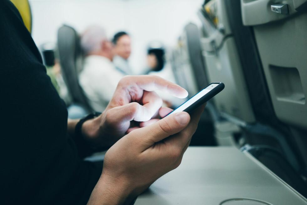 LANG FLYTUR? Godt det finnes mobilspill, si! Foto: Shutterstock / NTB Scanpix