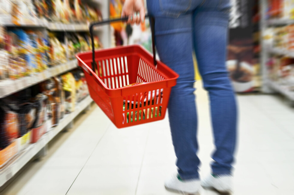 <b>BILLIG?</b> Målet med priskriger og diverse tilbud og kampanjer er å få deg inn i butikken. Skal du vinne priskrigen, må du også sjekke priser på de andre varene enn de som er på tilbud. Foto: SHUTTERSTOCK/NTB SCANPIX
