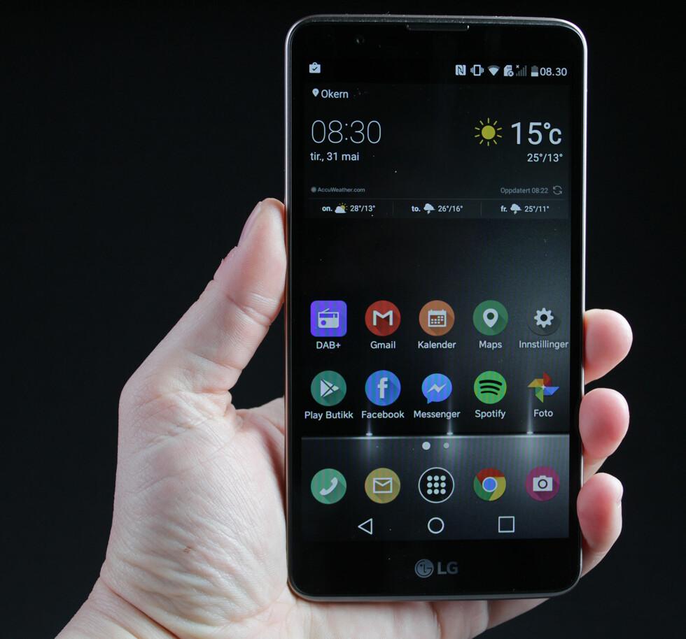 STOR: Med 5,7 tommer over diagonalen er ikke LG Stylus 2 en liten telefon. Foto: PÅL JOAKIM OLSEN