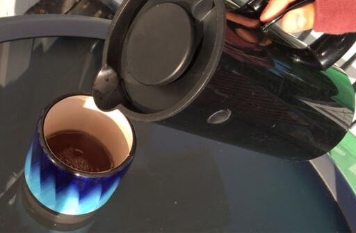KAFFEERSTATNING: Denne kaffen er faktisk laget av løvetann. Foto: BERIT B. NJARGA