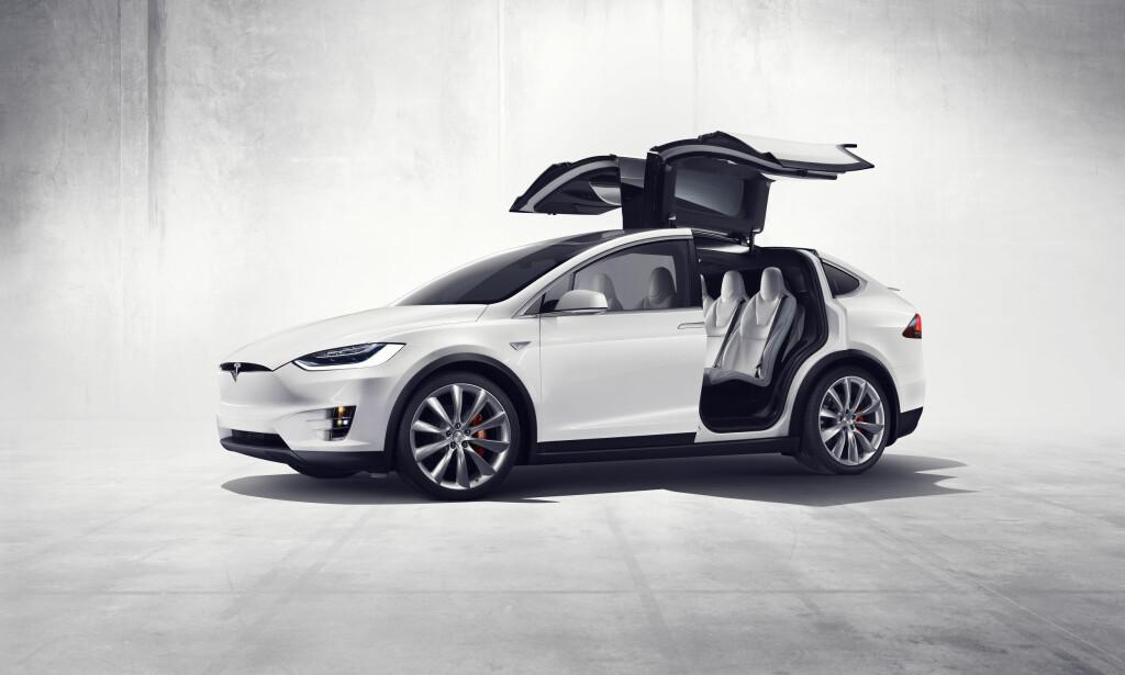 BLIR BILLIGERE: Model X blir tilgjengelig for flere nordmenn nå som prisen reduseres med nesten 80.000 kroner. Foto: TESLA