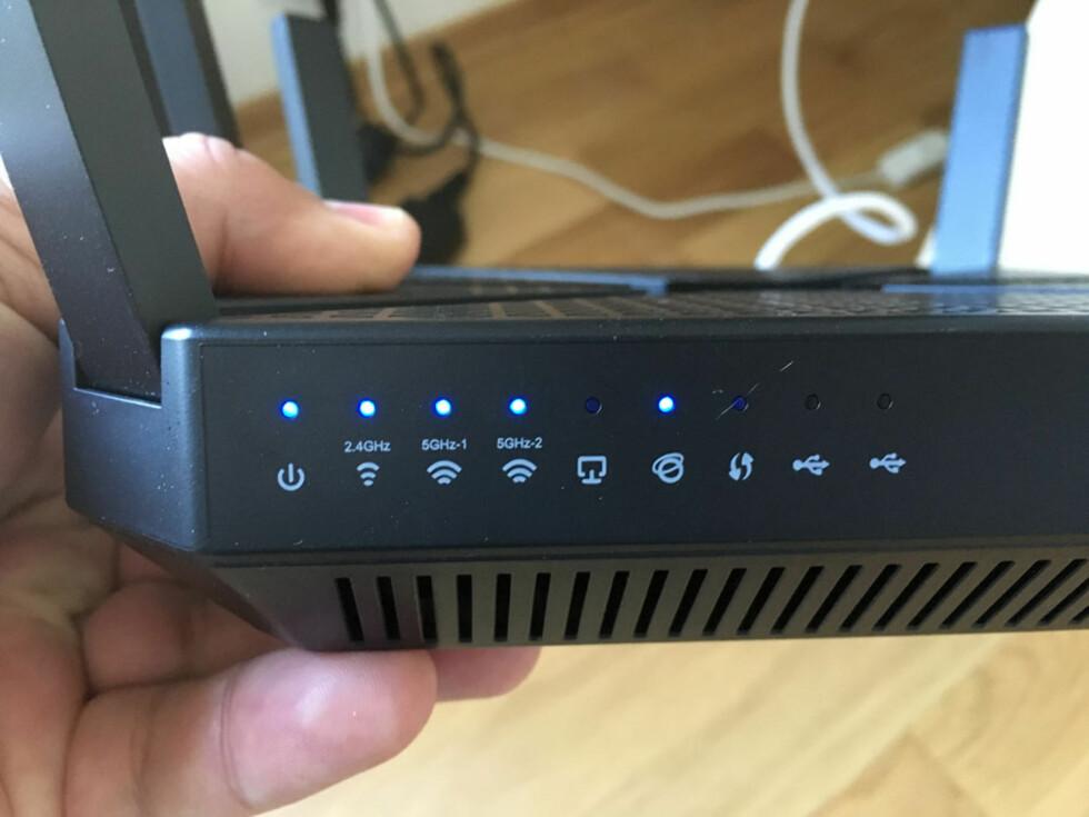 TAR LITT TID: Den nye ruteren brukte et par minutter før den fikk internettilgang. Foto: BJØRN EIRIK LOFTÅS
