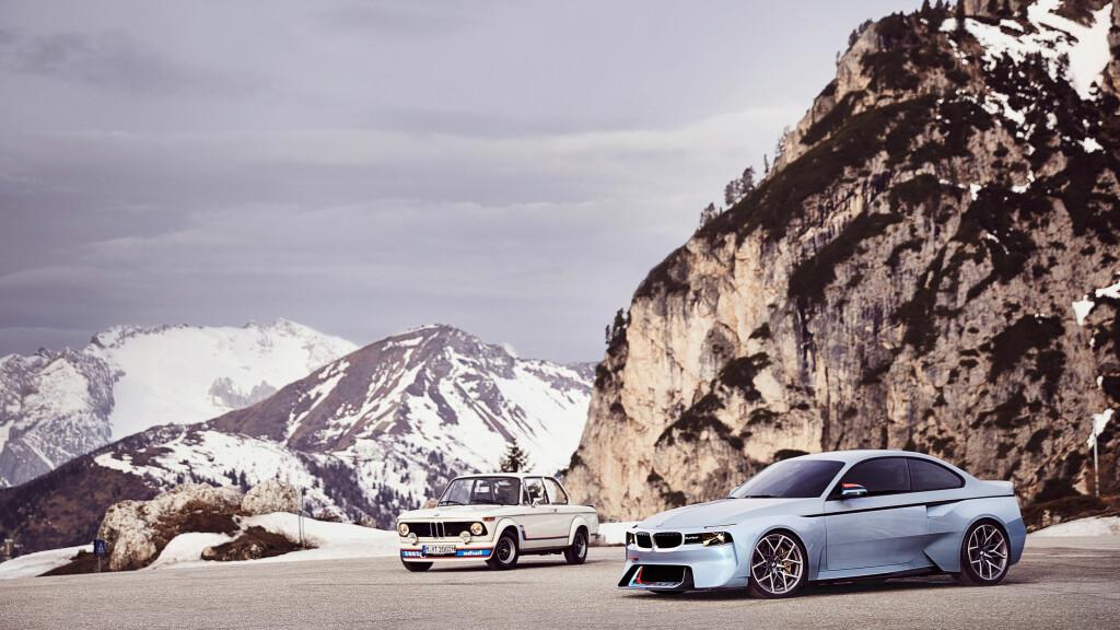DA OG NÅ: Her ser vi den opprinnelige 2002 Turbo fra 1973 sammen med den fremtidsrettede gjentolkningen fra 2016. Foto: BMW