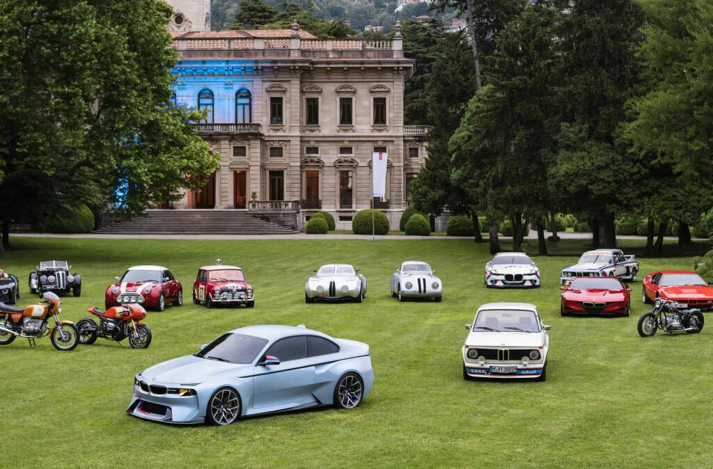 <b>MAKTDEMONSTRASJON:</b> I år har BMW samlet samtlige av sine Hommage-modeller (studier som er en hyllest til historisk viktige biler). De vises her foran Villa Erba som en spesialutstilling på siden av Villa d'Este-arrangementet. Foran de andre ser vi årets hyllest-modell: 2002 Hommage. Foto: BMW