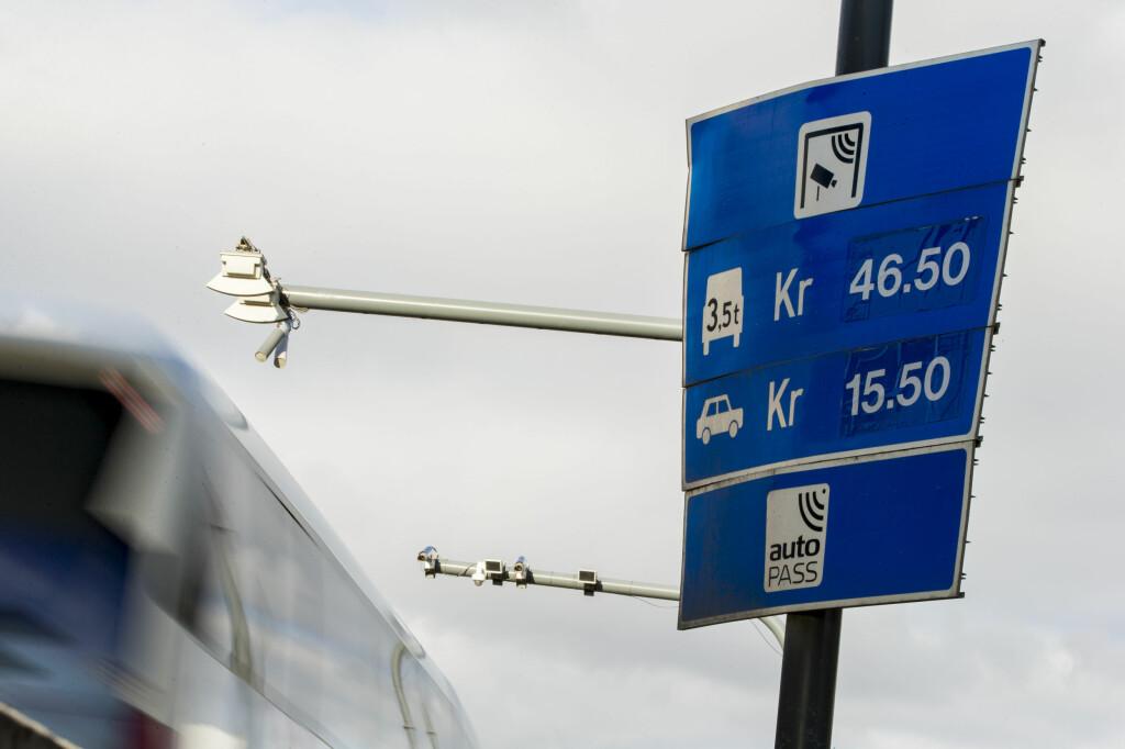 <b>BYTTES?:</b> Hadde det vært bedre om alle bilene ble rettferdig behandlet, spør KNA. Det hadde i hvert fall hjulpet de som bor like utenfor en bomring.  Foto: NTB SCANPIX