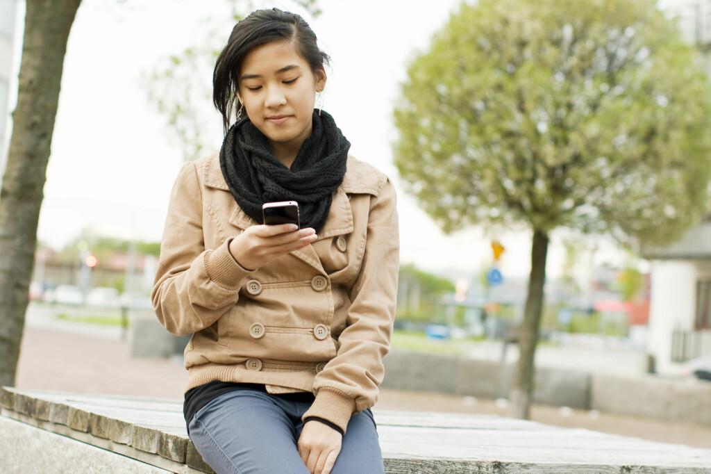 TXT LZM: Vi slipper heldigvis SMS-språket fra 90-tallet, men helt vanlige tekstmeldinger er fortsatt utbredt.  Foto: MASKOT / NTB SCANPIX