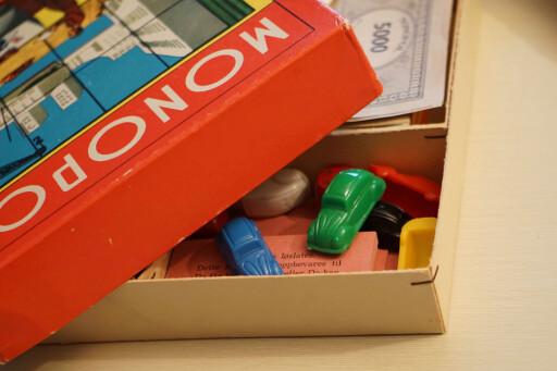 LEKENT: Å cruise rundt på Monopol-brettet blir langt lettere i en fargerik VW!                               Foto: PAAL KVAMME