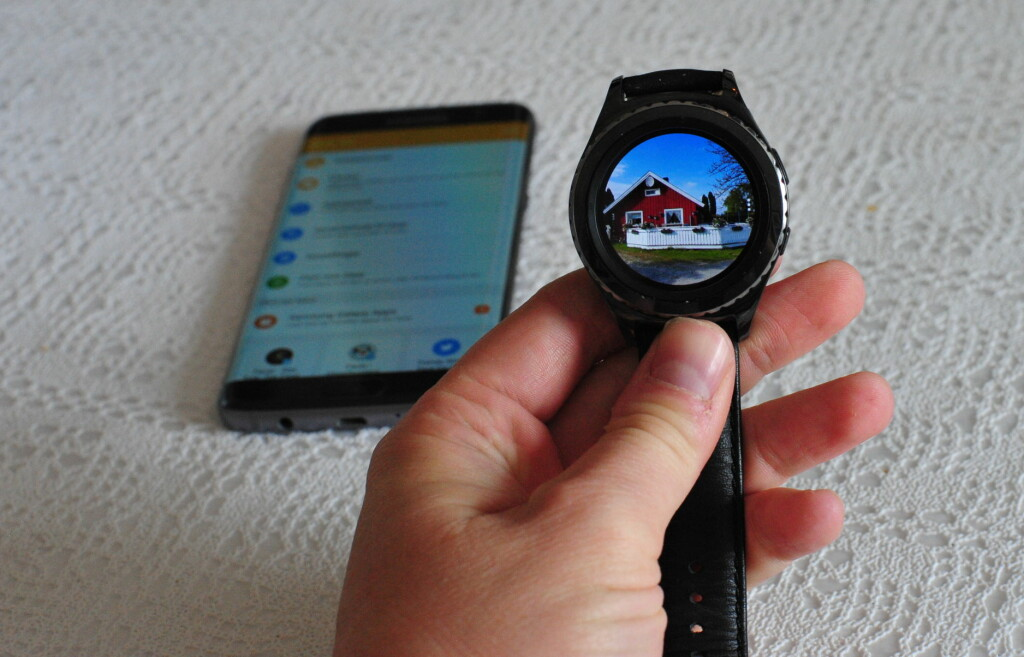 SE BILDER: Du kan enkelt overføre (eller synkronisere) bilder fra telefonen og over på klokka. Foto: PÅL JOAKIM OLSEN