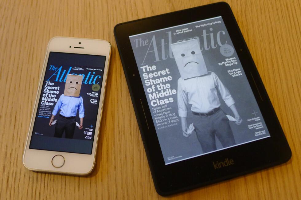 STOR FORSKJELL: På egen iPhone-app koster det amerikanske tidsskriftet 75 kroner for ett nummer. I Kindle-utgave koster samme blad bare 24 kroner. (Begge enhetene viser Kindle-utgavene.) Foto: TORE NESET