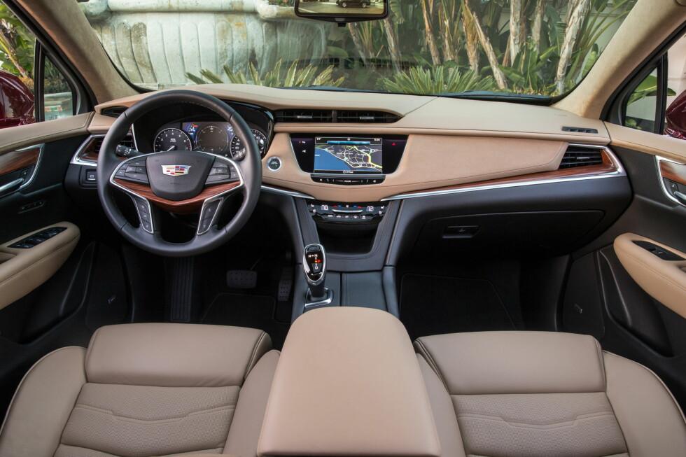 Cadillac har gjort en stor innsats når det gjelder materialvalg, finish og kvalitetsfølelse i sin nye XT5, sier WardsAuto. I tillegg kommer høy komfort og utmerket ergonomi. Synd den ikke importeres hit.