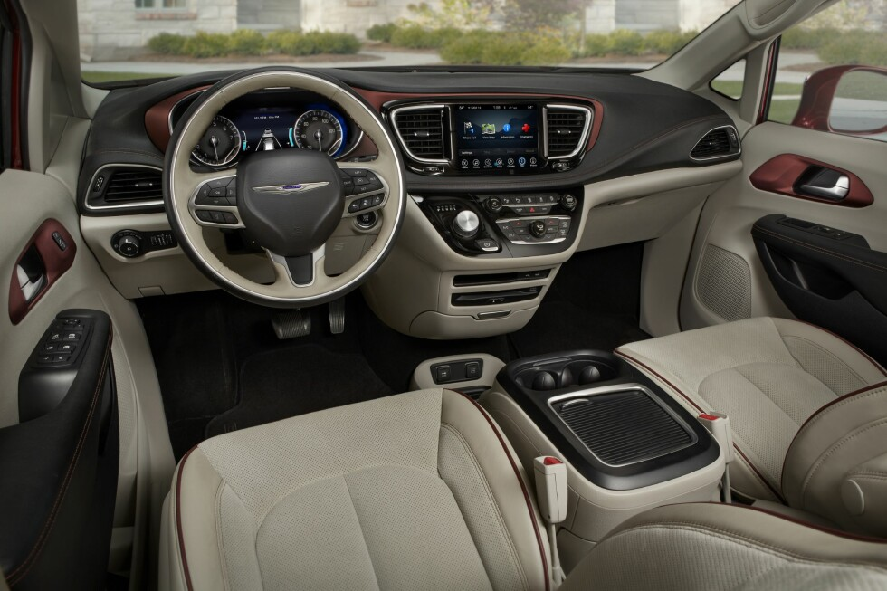 I flerbruksbilen Pacifica er det særlig romsligheten og de praktiske aspekten, samt det generøse utstyret som har vært utslagsgivende for at juryen har plassert den i topp-ti-listen. Foto: CHRYSLER