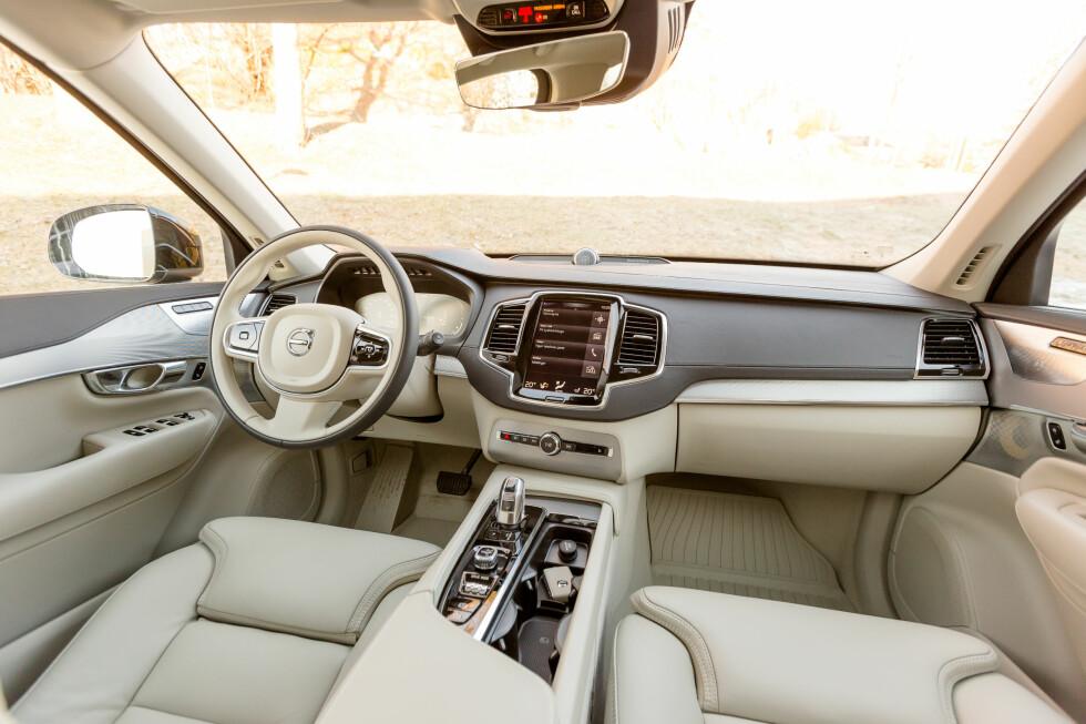 XC90 hoppet over en generasjon ved å bli nesten 13 år før den nye kom. Men så er til gjengjeld interiøret et av verdens mest oppsiktsvekkende, mener WardsAuto. Og vi er enige. Foto: KASPER VAN WALLINGA
