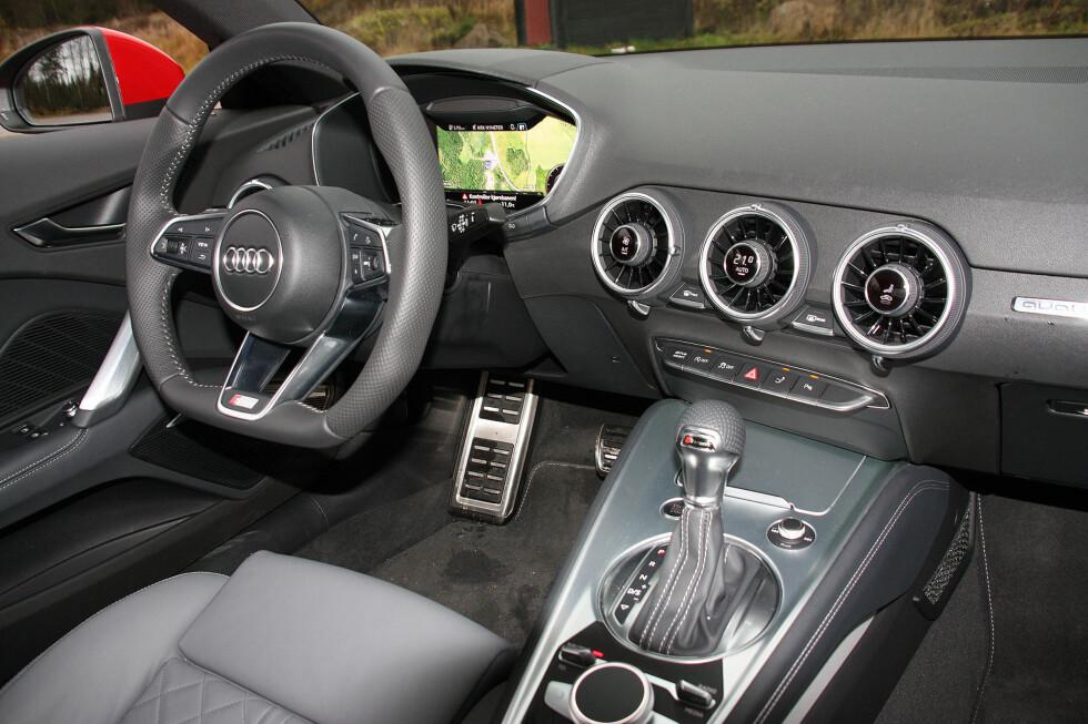 VIRTUELL COCKPIT: Digital instrumentering, hyper-ergonomisk betjening og intelligent layout av førermiljøet gjør at interiøret i Audi TT kåres til et av årets ti beste bilinteriører. Foto: KNUT MOBERG