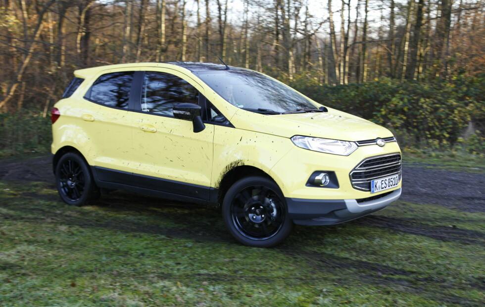 <strong><b>HØY OG SÆR:</strong></b> Det går ikke an å si at Ford EcoSport ligner mye annet som går i trafikken - særlig ikke i den uvanlige gulfargen testbilen vår hadde. Foto: KNUT ARNE MARCUSSEN