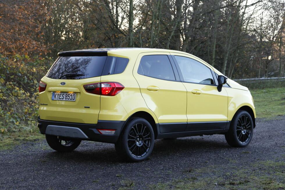 <strong><b>STUTT OG BUTT:</strong></b> EcoSport bærer preg av å være basert på samme plattform som Ford Fiesta. Det er en av de desidert minste SUV-ene i klassen. Foto: KNUT ARNE MARCUSSEN