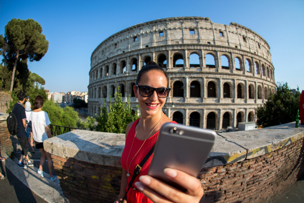 BILLIGERE: EU har nå kuttet maksprisene på roaming i EU/EØS. Foto: Sebastian Siebert / Shutterstock / NTB Scanpix