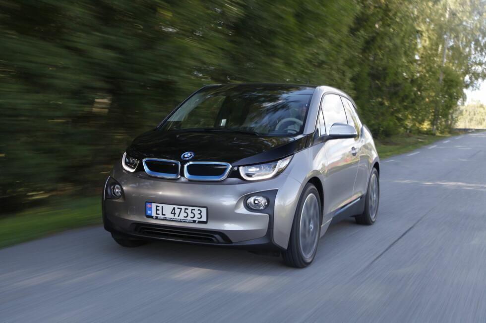 ANNERLEDES-BIL: BMW i3 byr på noe helt nytt i bilverdenen med en rekke løsninger som skiller seg fra konkurrentenes - blant annet med karosseristruktur i karbonfiber. Foto: ESPEN STENSRUD