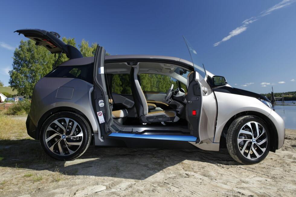 NY ENER I KLASSEN: BMW i3 blir klasseledende på rekkevidde med den nye batteripakken med strømstyrke på 94 ampere mot 60 i den eksisterende versjonen.  Foto: ESPEN STENSRUD