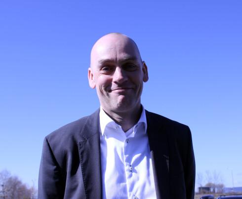 HAR ET VALG: Mobilsjef Bjørn Ivar Moen i Telenor påpeker at gamle kunder kan velge om de ønsker nye abonnement eller ikke.  Foto: KRISTIN SØRDAL