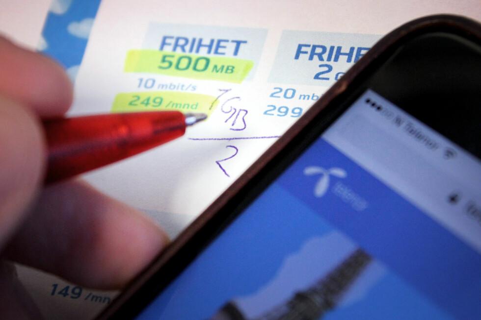 HALVERING: En halvering av datakvota på Telenors billigste abonnement betyr også en dobling av gigabyteprisen. Det er prisen å betale om du ønsker fri roaming i Europa. Foto: OLE PETTER BAUGERØD STOKKE