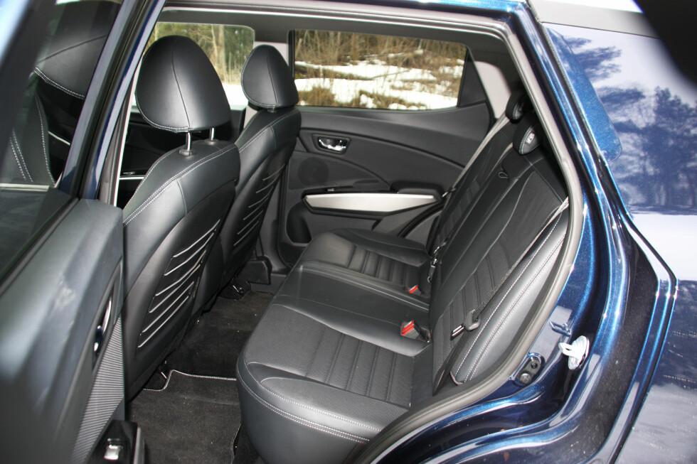 GREI PLASS: Bilen er kortere enn en Golf, men egentlig overraskende romslig. Voksne får plass bak. Foto: KNUT MOBERG