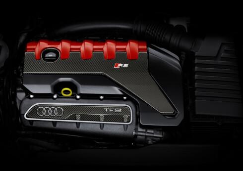 SEKS GANGER PRISET: Den turbomatede 2,5-liters rekkefemmeren i TT RS har flere ganger blitt kåret til årets motor. Foto: AUDI
