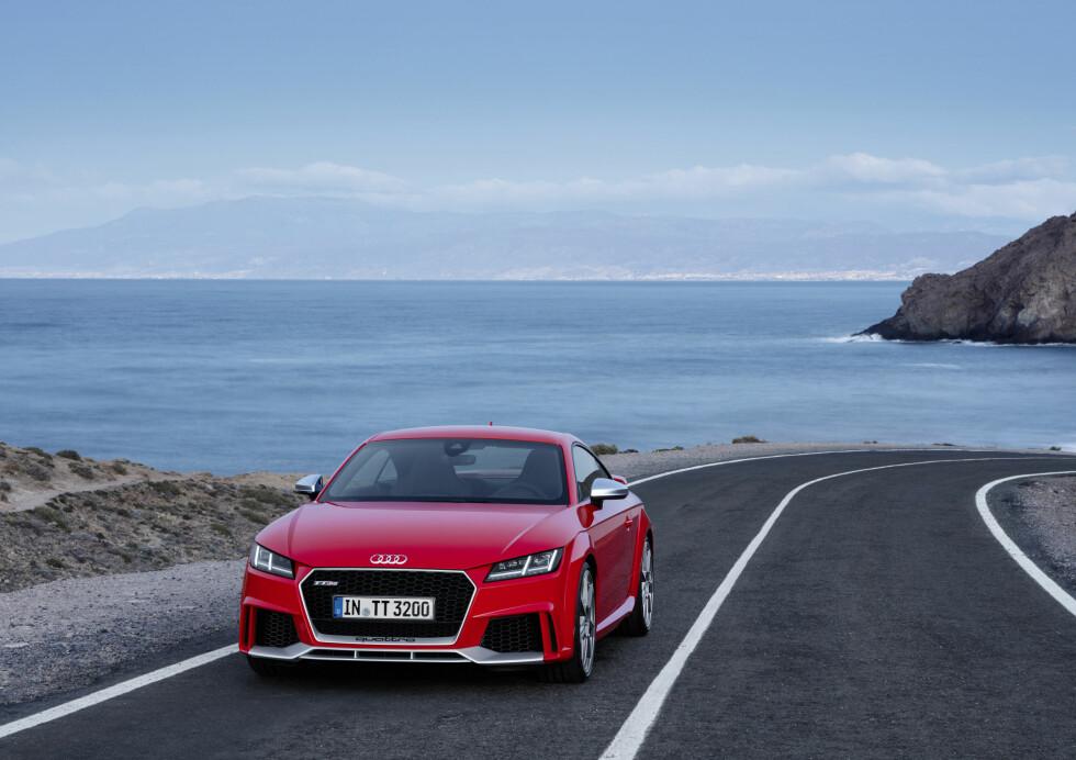 KOMMER TIL HØSTEN: Audi TT RS blir tilgjengelig for norske kunder først etter sommerferien. Foto: AUDI