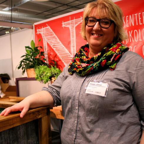 ENKELT: Helene Gallis driver selskapet Nabolagshager, og har laget de kule mosepottene.  Foto: KRISTIN SØRDAL