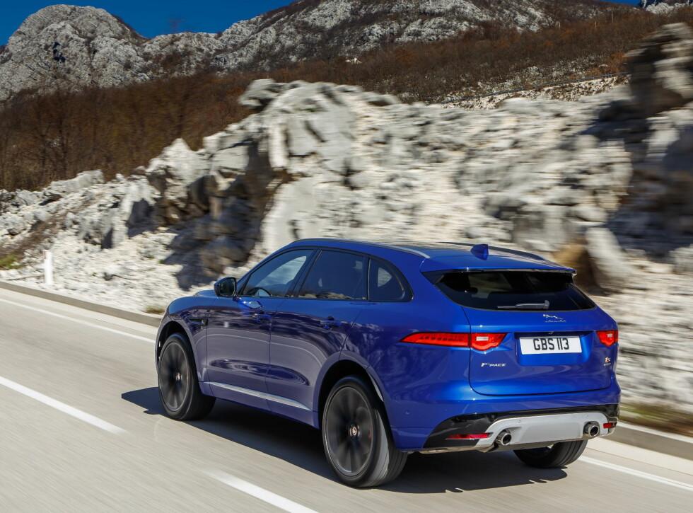 TYNNE LYKTER: F-Type har fått flere designelementer fra sine slektniger, for på den måten ha en klar identitet.   Foto: Jaguar