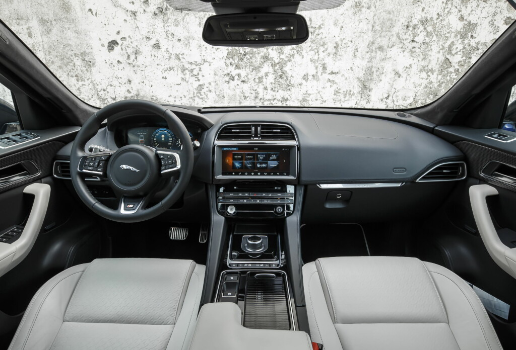 KJENTE ELEMENTER: Deler av interiøret er hentet fra både XE og XF.  Foto: Jaguar