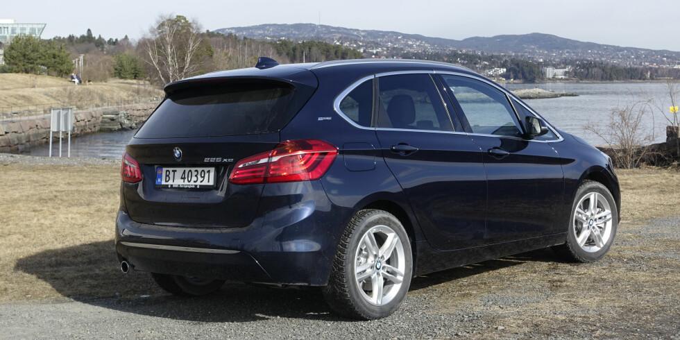 BOBLE: Slik blir resultatet når BMW legger inn sine kjennetegn som Hofmeisterknekken, lykter og logoer på en flerbruker. Foto: RUNE M. NESHEIM