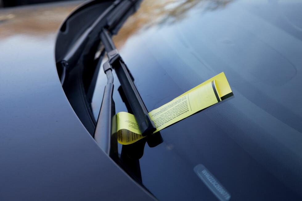 HADDE BETALT: To ganger har Irfan Ahmed Aftab fått parkeringsbot for å ikke ha «gyldig billett ikke synlig i frontruten» når han har betalt med app. Foto: HÅKON MOSVOLD LARSEN / NTB SCANPIX