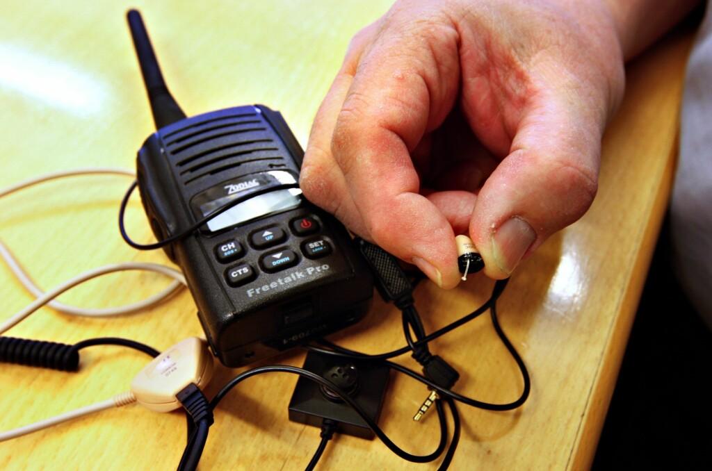 <b>MOBILE HJELPEMIDLER:</b> Flere tas for å benytte seg av teknologiske hjelpemidler når det kommer til å jukse på teoriprøven.  Foto: NTB SCANPIX