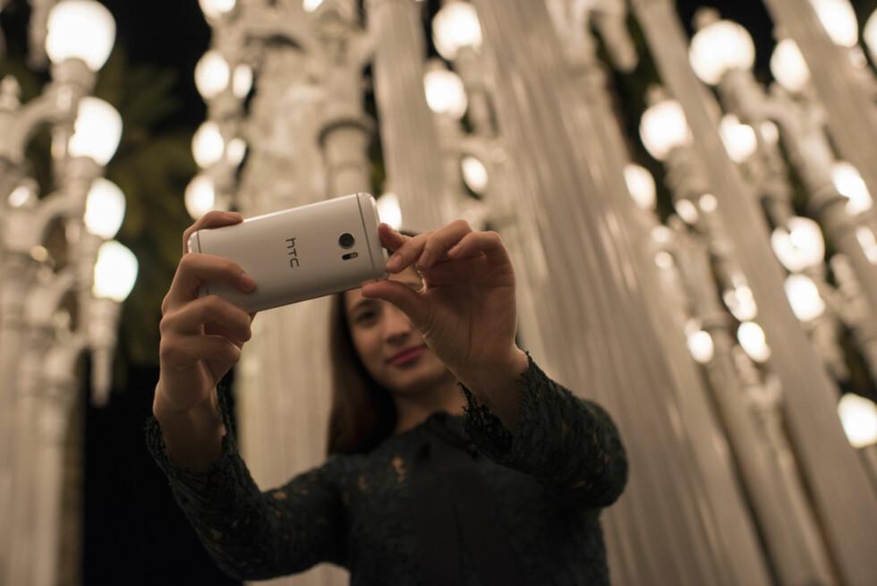 NY TOPPMODELL: HTC har valgt å kalle sin nye toppmodell 10, og på papiret ser dette ut til å bli en svært sterk utfordrer. Foto: HTC