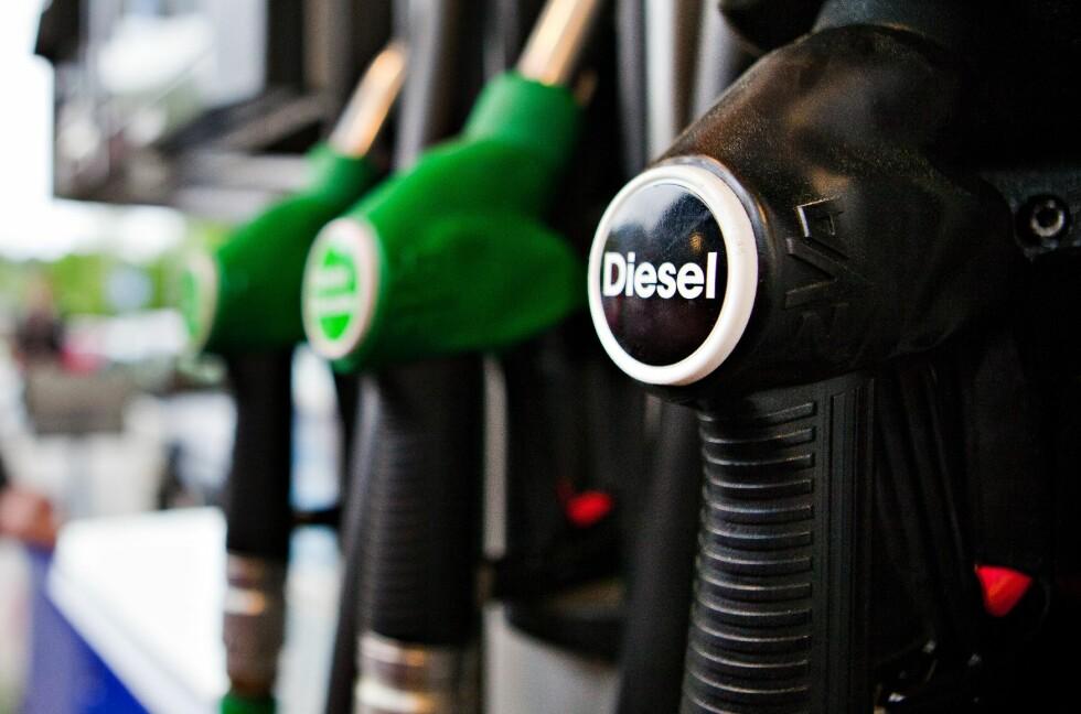 STADIG MINDRE POPULÆRT: Dieselskandale og vinter-forurensning i byene gjør sitt til at andelen av bilsalget som er dieselbiler går ned. Med 34 prosent i mars er denne under det halve av hva den var for bare få år siden. Foto: NTB Scanpix