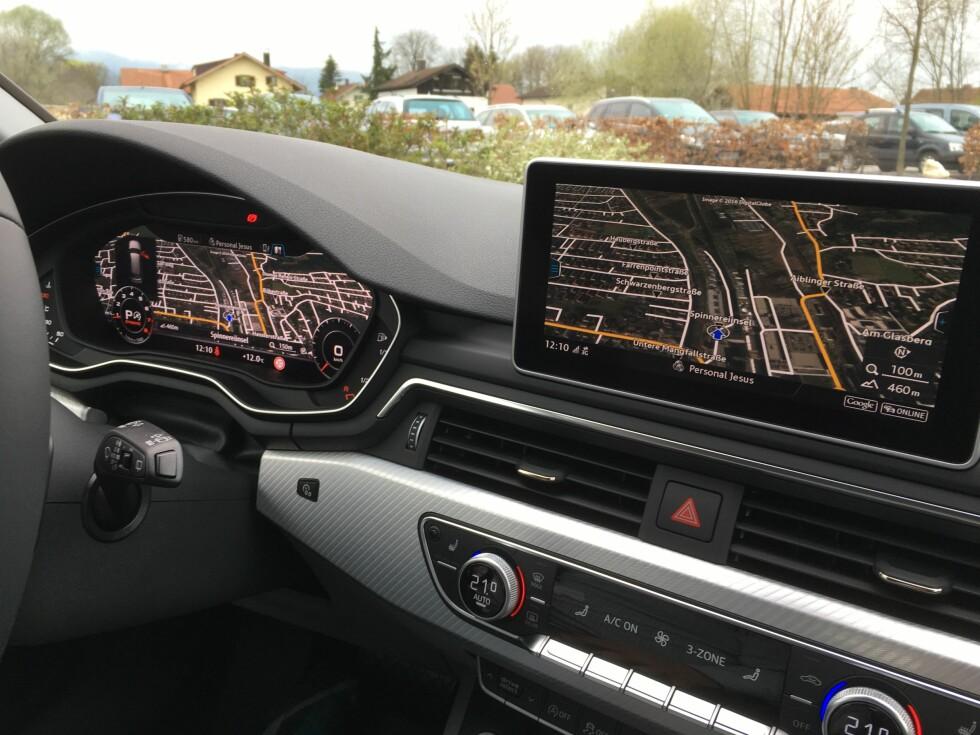 VIRTUELT: Virtual Cockpit qjør at man kan konsentrere seg om all vesentlig informasjon og ha mer perifere data tilgjengelige via skjermen i midten - helst ikke som her, hvor vi har dobbelt opp. Foto: KNUT MOBERG