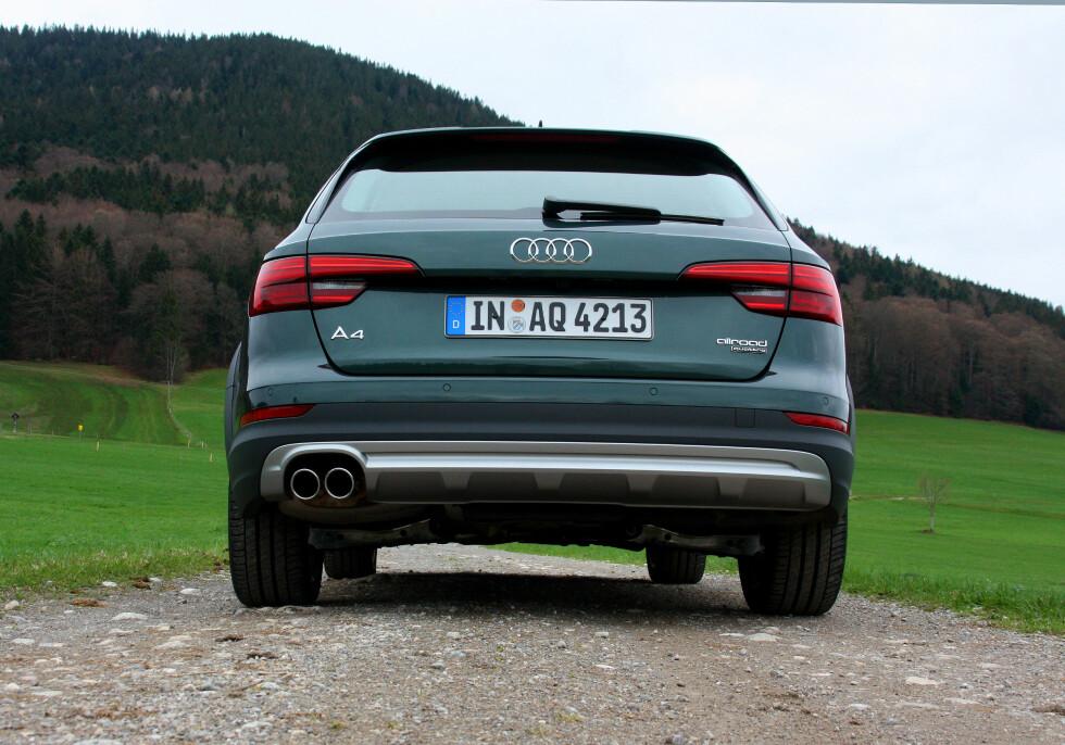 RØFFERE: Hevet bil og skliplate bak gir A4 allroad et tilnærmet SUV-utseende fra denne vinkelen. Foto: KNUT MOBERG