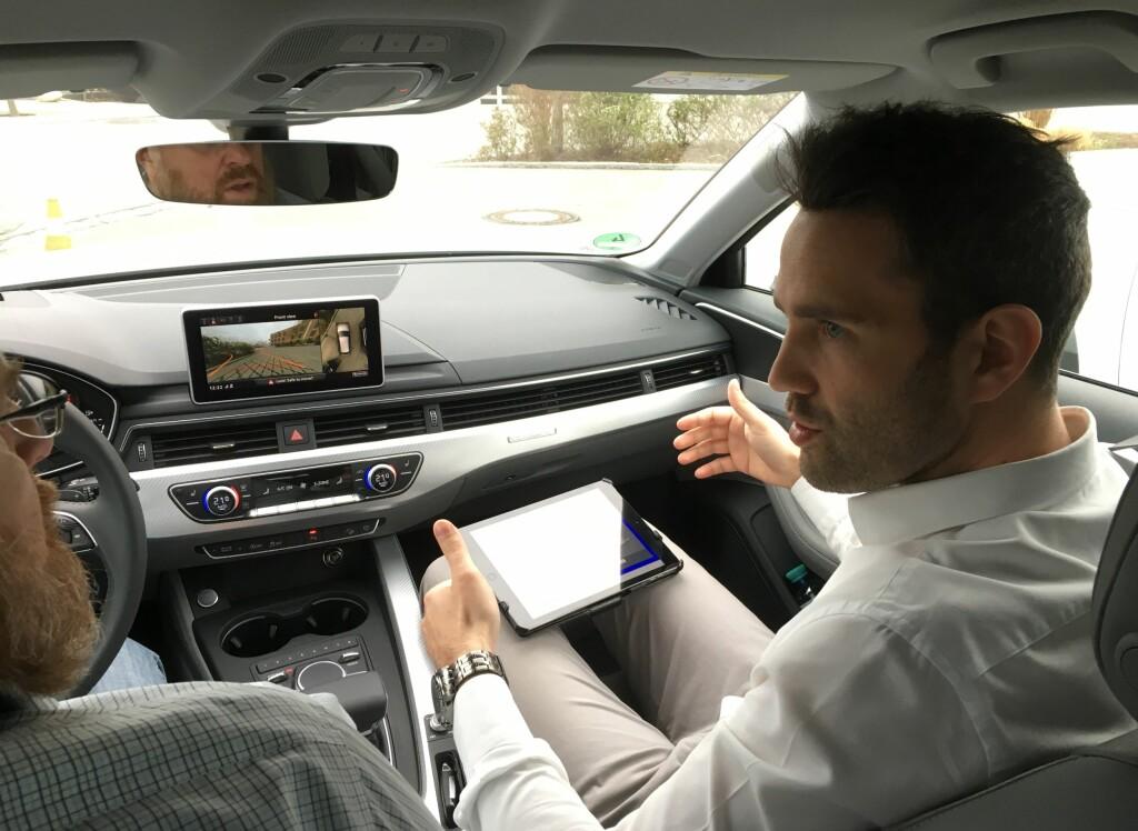 EKSPERTEN: Her forklarer Audi-ingeniøren oss hvordan quattro-systemet med ultra-teknologi fungerer. Foto: KNUT MOBERG