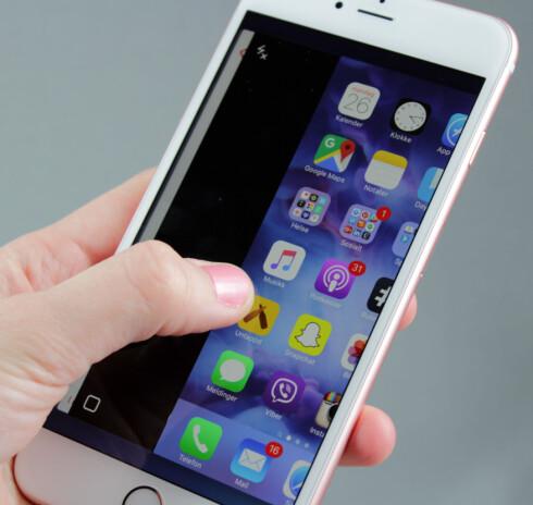<strong><b>TRYKKFØLSOM SKJERM:</strong></b> Både iPhone 6S og 6S Plus har en trykkfølsom skjerm. Blant annet kan du trykke hardt fra siden av skjermen for å gå tilbake til den forrige appen du brukte. Foto: KIRSTI ØSTVANG