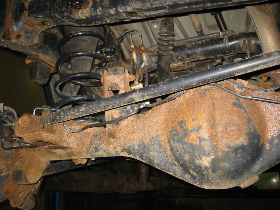 SJEKK EKSTRA NØYE: Biler bygget på ramme er ekstra utsatt for rust. De bør sjekkes grundig! Foto: PRIVAT