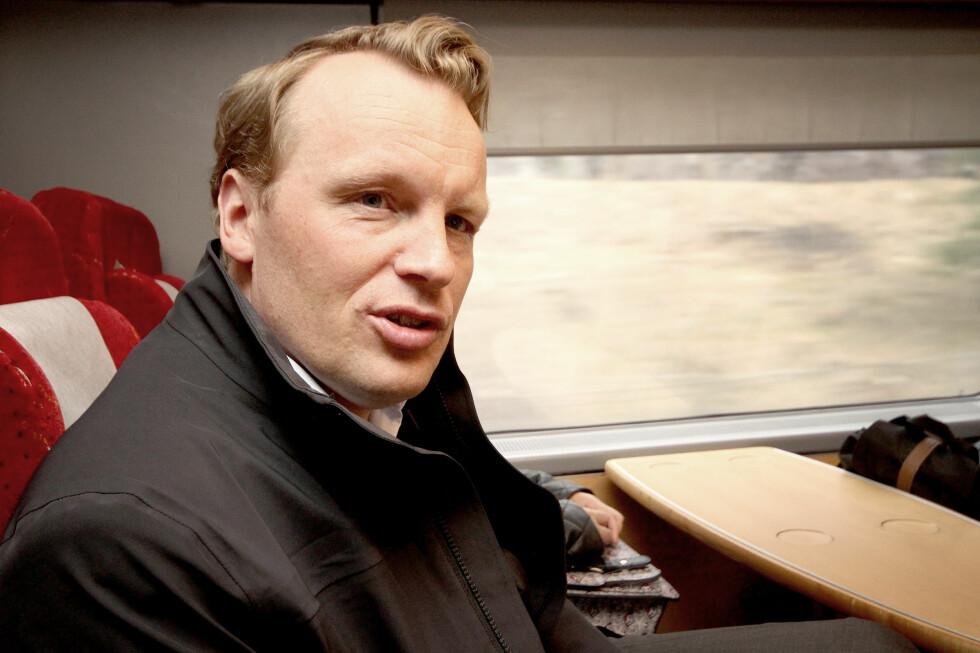 IKKE LETT: Teknologidirektør Jon Christian Hillestad i Telia gjør sitt beste for å bygge ut dekningen, men togene stikker mange kjepper i hjulene. Foto: OLE PETTER BAUGERØD STOKKE