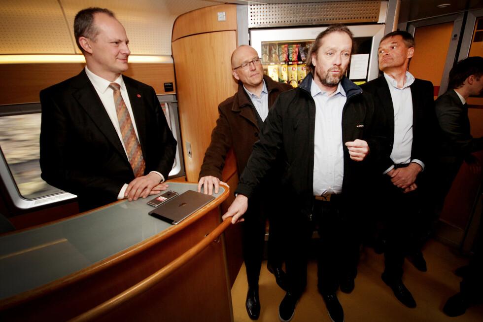 USIKKER WIFI-FRAMTID: Kommunikasjonsrådgiver Håkon Myhre i NSB kan fortelle at bedre dekning på den ene siden kan bety bedre Wifi-nett, men også at Wifi-nettets funksjon kan utspille sin rolle. Foto: OLE PETTER BAUGERØD STOKKE
