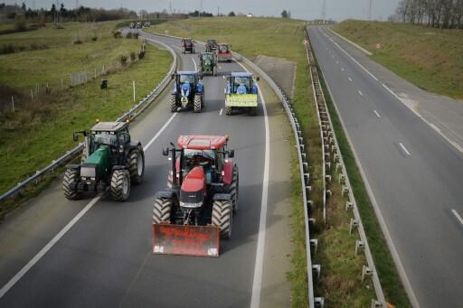 TRAKTOR TIL GODKJENNING: Fra 2018 må også traktorer innenfor klasse T5 inn til godkjenning. Det innebærer de traktorer som kjører over 40 kilometer i timen.  Foto: AFP