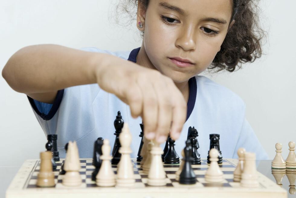 SJEKK FØR DU FØRER OPP: Sjakk er en av de aktivitetene som er fradragsberettiget, på visse vilkår. Korps er det derimot normalt ikke. Foto: PLAINPICTURE / SCANPIX