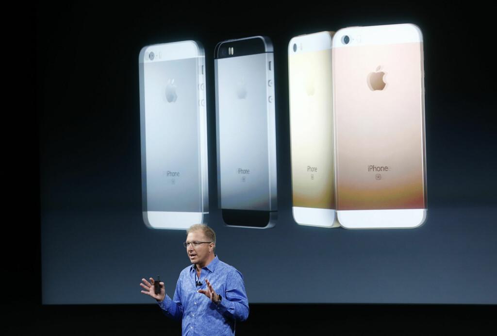 4 tommer: Slik ser nye iPhone SE ut på baksiden. Foto: Reuters / NTB Scanpix