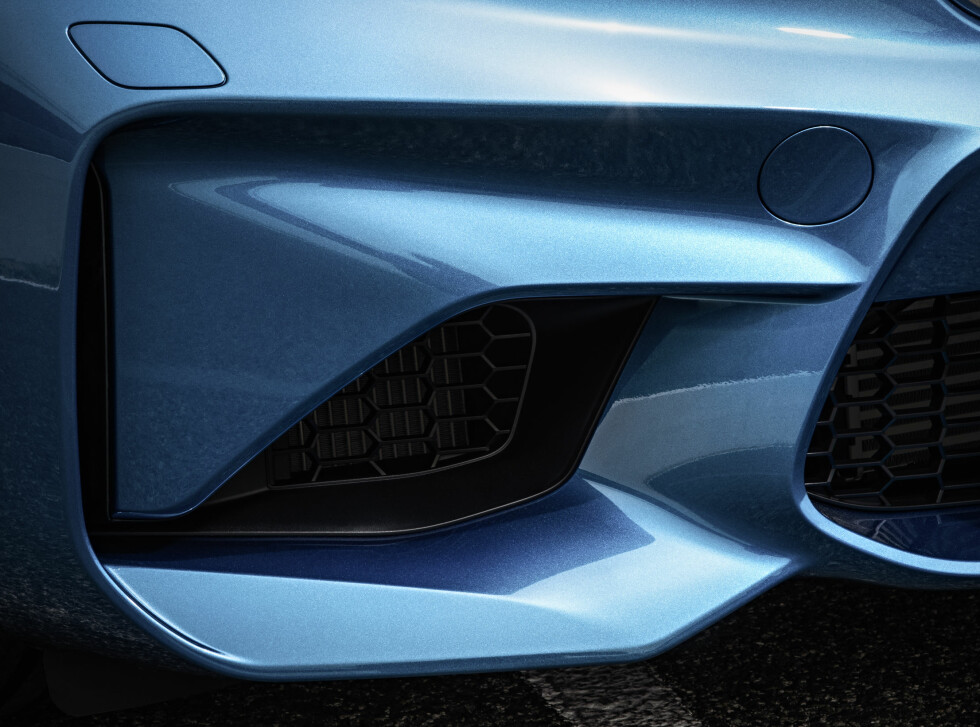 OFRET TÅKELYS: Fronten fokuserer på å spise all luft den finner.  Foto: BMW