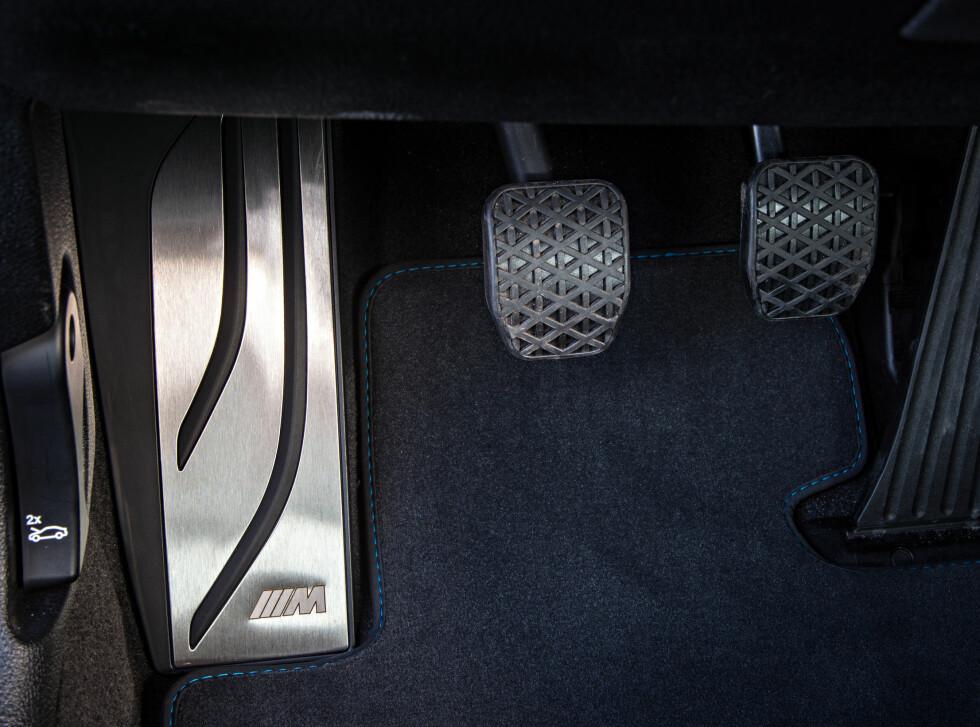 LITE JÅLERI: Alupedaler er bortkastet mener BMW. Men de koster på seg hvileplate i rustfritt stål.  Foto: BMW