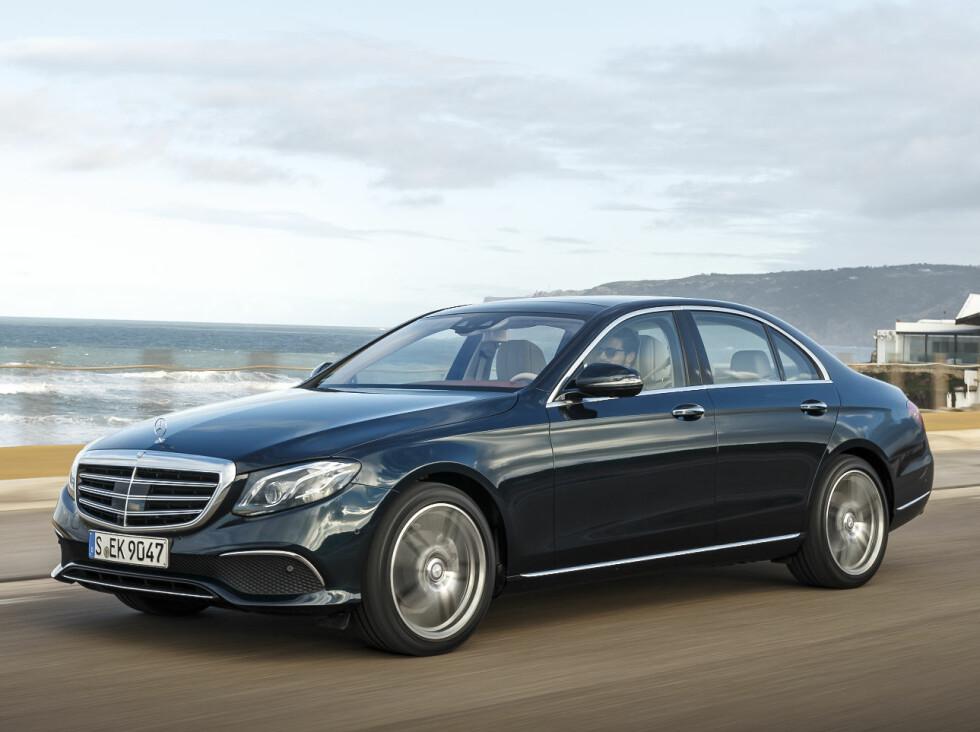 SOM STOREBROR: Designspråket på nye E-klasse er som snytt ut av siste S-klasse.  Foto: Mercedes-Benz