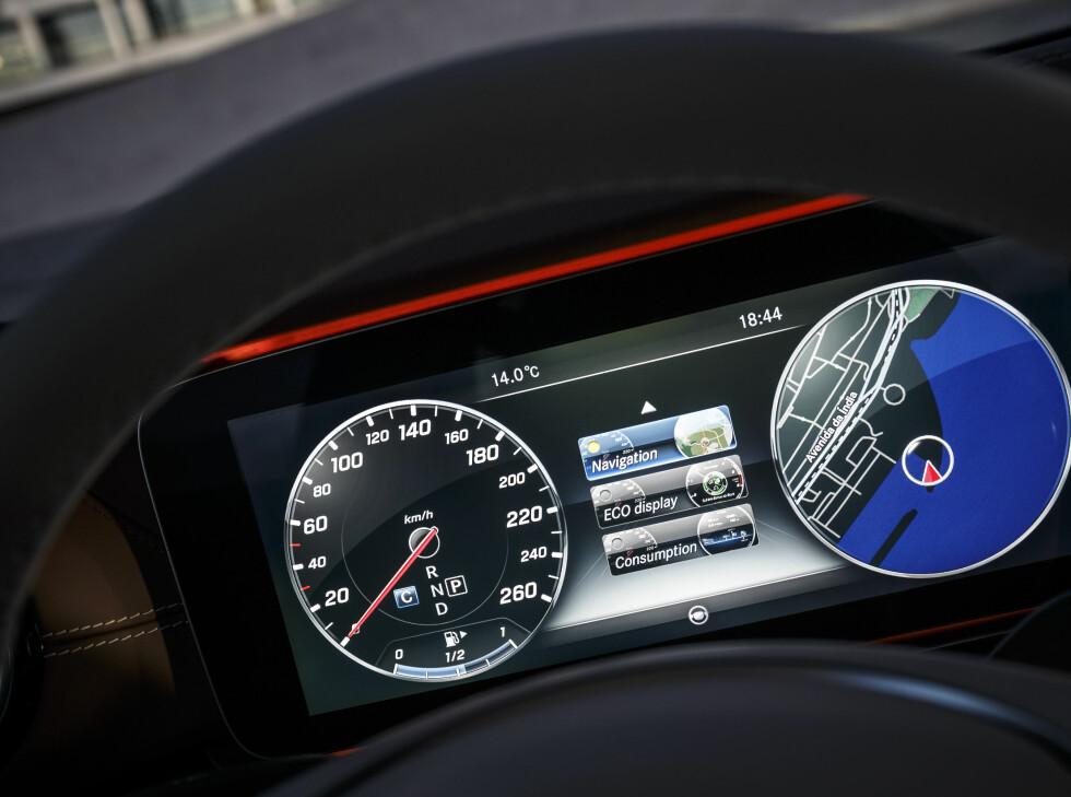 VELG SELV: Displayet kan du selv konfigurere til å vise det du ønsker.  Foto: Mercedes-Benz